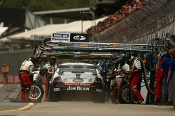 #17 Jim Beam Racing: Steven Johnson makes his pit stop