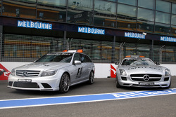 The medical car et the safety car