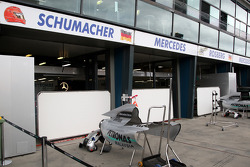 Préparation de la course, garage Michael Schumacher, Mercedes GP