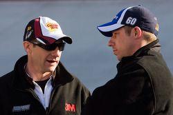 Le chef d'équipe Drew Blickensderfer de Carl Edward, et le chef d'équipe Greg Erwin de Greg Biffle