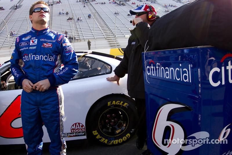 Em 2010, Stenhouse fez mais provas pela segunda divisão da NASCAR, colhendo mais alguns bons resultados. Em 32 participações, três top-5 e a 16ª posição na classificação geral do campeonato.