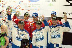 Podium van de klassewinnaars: GT2-winnaars Jaime Melo, Gianmaria Bruni en Pierre Kaffer, GTC-winnaar