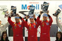 GT2 podium: klasse winnaars Jaime Melo, Gianmaria Bruni en Pierre Kaffer