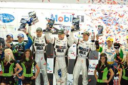 P2 podium: winnaars Greg Pickett, Klaus Graf en Sascha Maassen