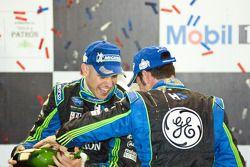 P2 podium: Simon Pagenaud en Marino Franchitti