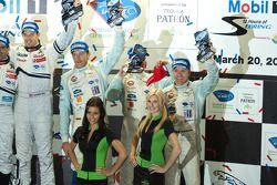 P1 podium: 3de Stefan Mücke, Harold Primat en Adrian Fernandez
