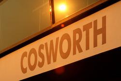 Le soleil se lève sur le garage Cosworth