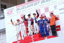 GT500 Podium : winnaar #24 His Advan Kondo GT-R: Joao Paulo Lima De Oliveira, Hironobu Yasuda twee