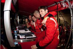 Pierre Kaffer, Gianmaria Bruni en de rest van Risi vieren GT2 overwinning