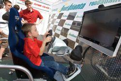 Een jonge fan in de simulator