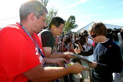 Sebastian Vettel, Red Bull Racing, signe des autographes