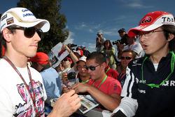 Adrian Sutil, Force India F1 Team, signe des autographes