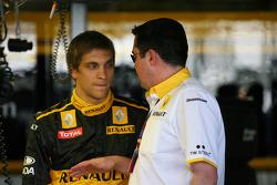 Vitaly Petrov, Renault F1 Team avec Eric Boullier, Team Principal, Renault F1 Team