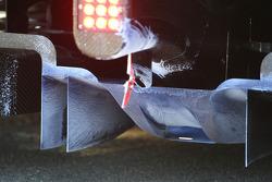McLaren Mercedes, essaye de la peinture aérodynamique sur le diffuseur, détail