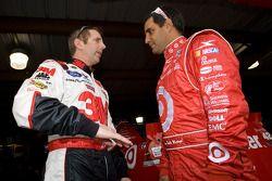 Greg Biffle, Roush Fenway Racing Ford et Juan Pablo Montoya, Earnhardt Ganassi Racing Chevrolet