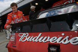 Kasey Kahne, Richard Petty Motorsports Ford regarde le nouveau spoiler