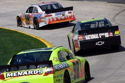 Kyle Busch, Joe Gibbs Racing Toyota, Dale Earnhardt Jr., Hendrick Motorsports Chevrolet, Paul Menard