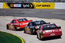 Juan Pablo Montoya, Earnhardt Ganassi Racing Chevrolet, Sam Hornish Jr., Penske Racing Dodge, Clint