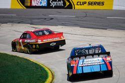 Jamie McMurray, Earnhardt Ganassi Racing Chevrolet, Mike Bliss, Tommy Baldwin Racing Chevrolet