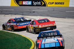 Max Papis, Germain Racing Toyota, Jamie McMurray, Earnhardt Ganassi Racing Chevrolet, Mike Bliss, To