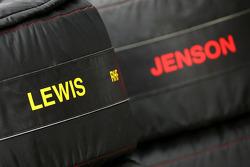 Pneus pour Lewis Hamilton, McLaren Mercedes et Jenson Button, McLaren Mercedes