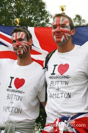 Фанаты Льюиса Хэмилтона, McLaren Mercedes и Дженсон Баттон, McLaren Mercedes