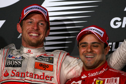 Podium: vainqueur Jenson Button, McLaren Mercedes, 2e Robert Kubica, Renault F1 Team