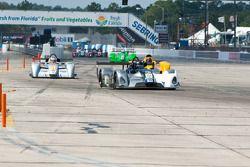#07 Clueless Racing West WR1000: Rick Bartuska, #00 Ferrari of Houston Elan DP02: Owen Kratz