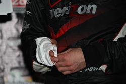Podium: hand of race winner Will Power, Team Penske