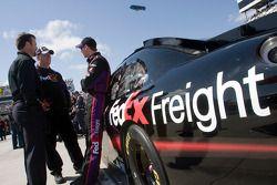 Denny Hamlin, Joe Gibbs Racing Toyota avec chef d'équipe Mike Ford et le propriétaire d'équipe J.D.