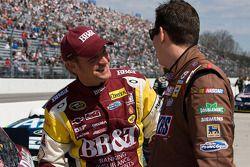 Clint Bowyer, Richard Childress Racing Chevrolet et Kyle Busch, Joe Gibbs Racing Toyota