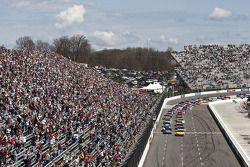 Start: Kevin Harvick, Richard Childress Racing Chevrolet devant le peloton
