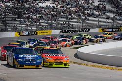 Kurt Busch, Penske Racing Dodge and Jeff Gordon, Hendrick Motorsports Chevrolet lead the field
