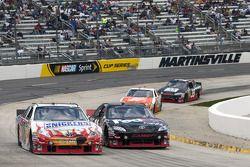 Kyle Busch, Joe Gibbs Racing Toyota et Denny Hamlin, Joe Gibbs Racing Toyota