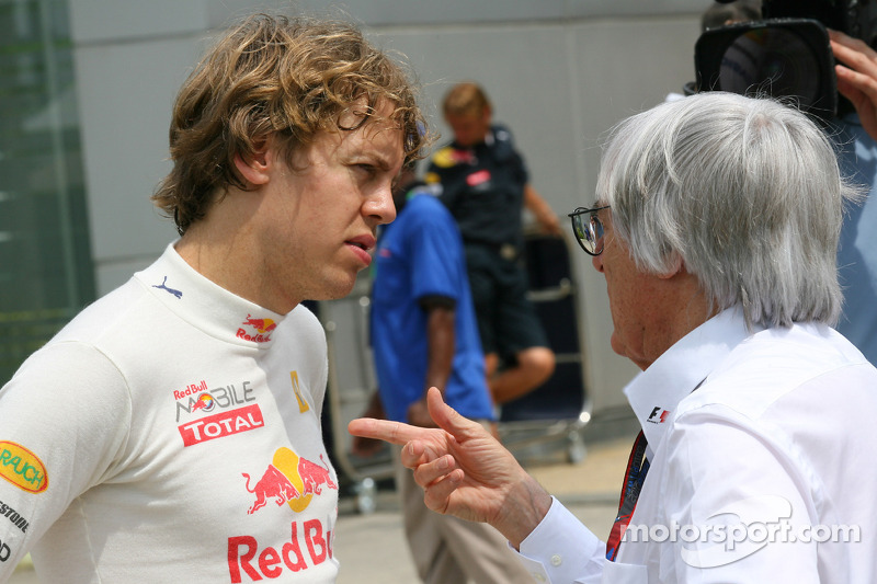 Sebastian Vettel, Red Bull Racing en discussion avec Bernie Ecclestone