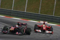 Sebastian Vettel, Red Bull Racing devance Felipe Massa, Scuderia Ferrari