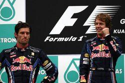 Podio: ganador de la carrera Sebastian Vettel, Red Bull Racing, segundo puesto de Mark Webber, Red B