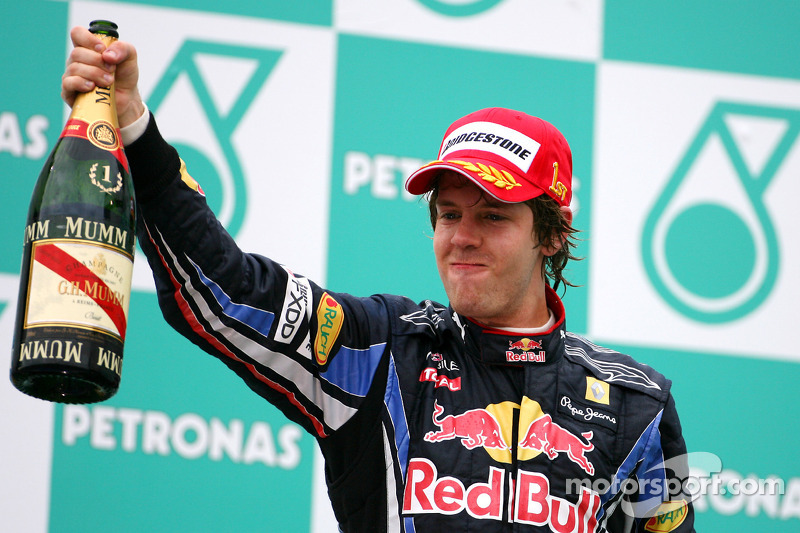 Podium: race winnaar Sebastian Vettel, Red Bull Racing