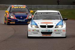Andy Neate WSR BMW 320si leads Andrew Jordan Pirtek Racing Vauxhall Vectra