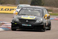 Phil Glew Triple Eight Racing Vauxhall Vectra devant Steven Kane Airwaves BMW 320si