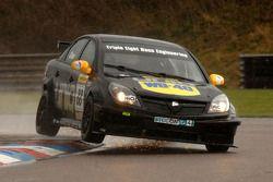 Phil Glew Triple Eight Racing Vauxhall Vectra vonken