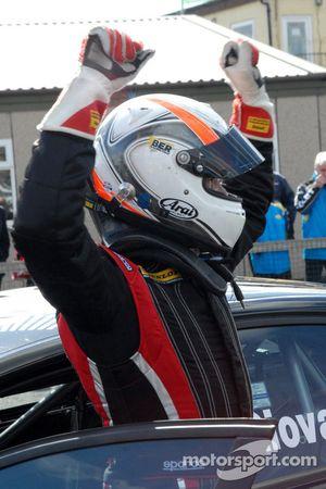 Fabrizio Giovanardi Triple Eight Racing fête son succès
