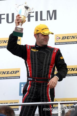 vainqueur Fabrizio Giovanardi Triple Eight Racing