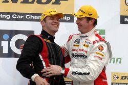 Fabrizio Giovanardi Triple Eight Racing et Matt Neal Honda Racing sur le podium