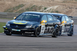 Phil Glew Triple Eight Racing Vauxhall Vectra devant son équipier Fabrizio Giovanardi