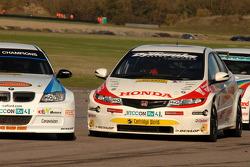 Rob Collard WSR BMW 320si and Matt Neal Honda Racing Honda Civic collide at Chicane