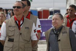 Podium: Jean Todt, President of FIA, and Prince Feisal