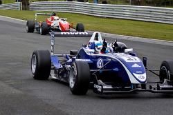 Rupert Svendsen-Cook remporte sa 1ercourse de F3 tandis que Daisuke Nakajima termine 2e