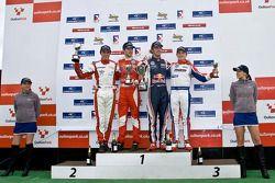 F3 podium, Oli Webb, vainqueur de la catégorie nationale James Cole, Jean-Eric Vergne, et Rupert Svendsen-Cook