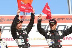 Podium GT300 : vainqueur #46 Up Start Mola Z: Naoki Yokomizo, Tsubasa Abe